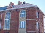 Заканчиваются работы по строительству крыши жилого дома 9/3, январь 2017 г.